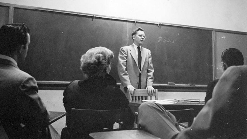 В качестве хобби Баффет ведет лекции о инвестициях в Небрасском университете в Омахе.