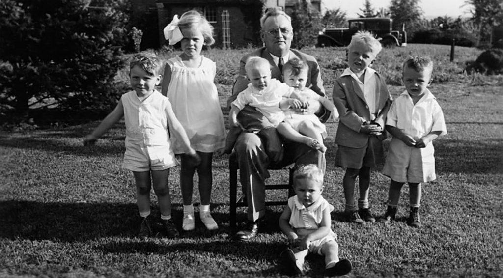 Баффет с дедушкой, сестрами и кузенами